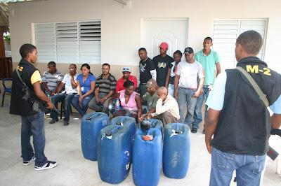 http://2.bp.blogspot.com/_XWHtJeBFn0M/Sq7ReEaNEUI/AAAAAAAAChQ/CHovgLH7qJY/s400/viajeros+ilegales.jpg