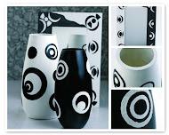 Vasi  bianco e nero  vetro,  decorati con la tecnica del decoupage con dettagli in rilievo