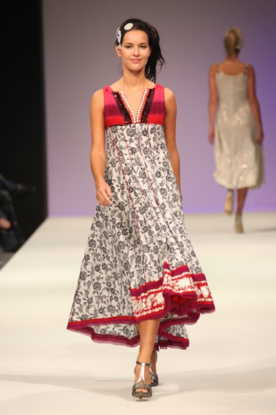Fashion Trend 2010 Pakistan on Fashion Trends 2011  Pakistan Fashion News In Pictures