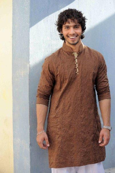 5031 115679360451 603070451 2912788 3380238 n - Munib Nawaz's Kurta Collection for Men