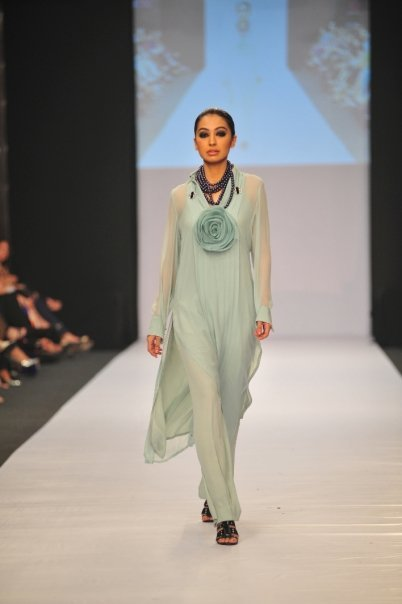 12834 169049372100 515807100 3298354 1480135 n - SANAM CHAUDHRY collection