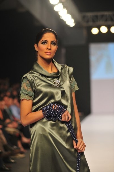 12834 169050182100 515807100 3298415 1040204 n - SANAM CHAUDHRY collection