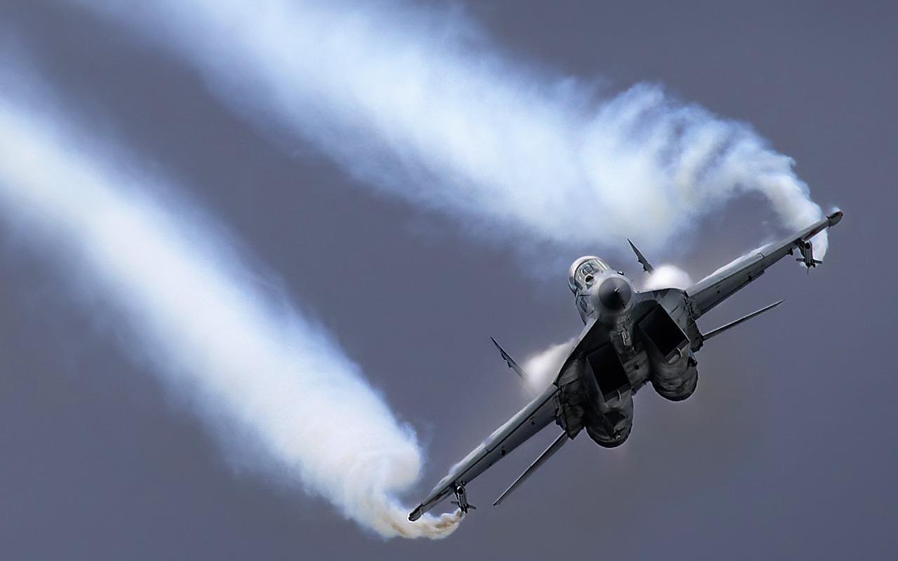 http://2.bp.blogspot.com/_XZIVR8Bk_IA/TDcPFCXkd2I/AAAAAAAABm0/YvLGeqCNkqY/s1600/russian-mig-29-fighter-military-aircraft-desktop-wallpaper.jpg