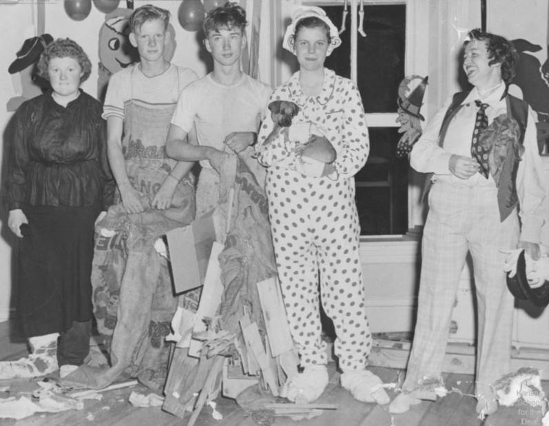 [Kansas-School-for-the-Deaf-Class-of-1953-in-Halloween-Costumes-795482.jpe]