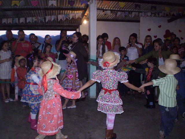 Nossas crianças dançaram lindamente!!!