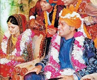 Dhoni marriage photo