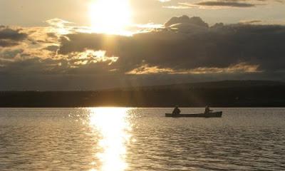 I kano på Green Lake i Green Lake provincial Park, British Columbia, Canada