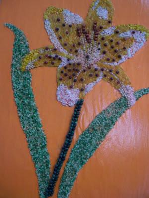 Travail scolaire : Fleurs en perles
