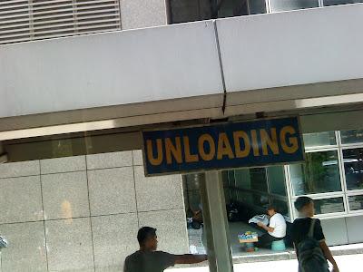 Bus stop, Makati, Philippines, Mobile, Sony Ericsson islandboyinthecity dhonjason