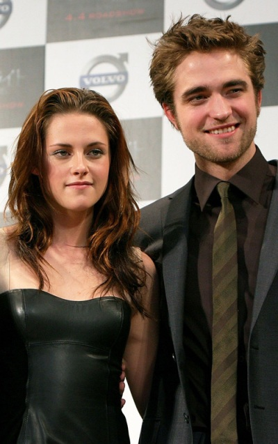 is kristen stewart and robert pattinson married in real life. Kristen Stewart and her