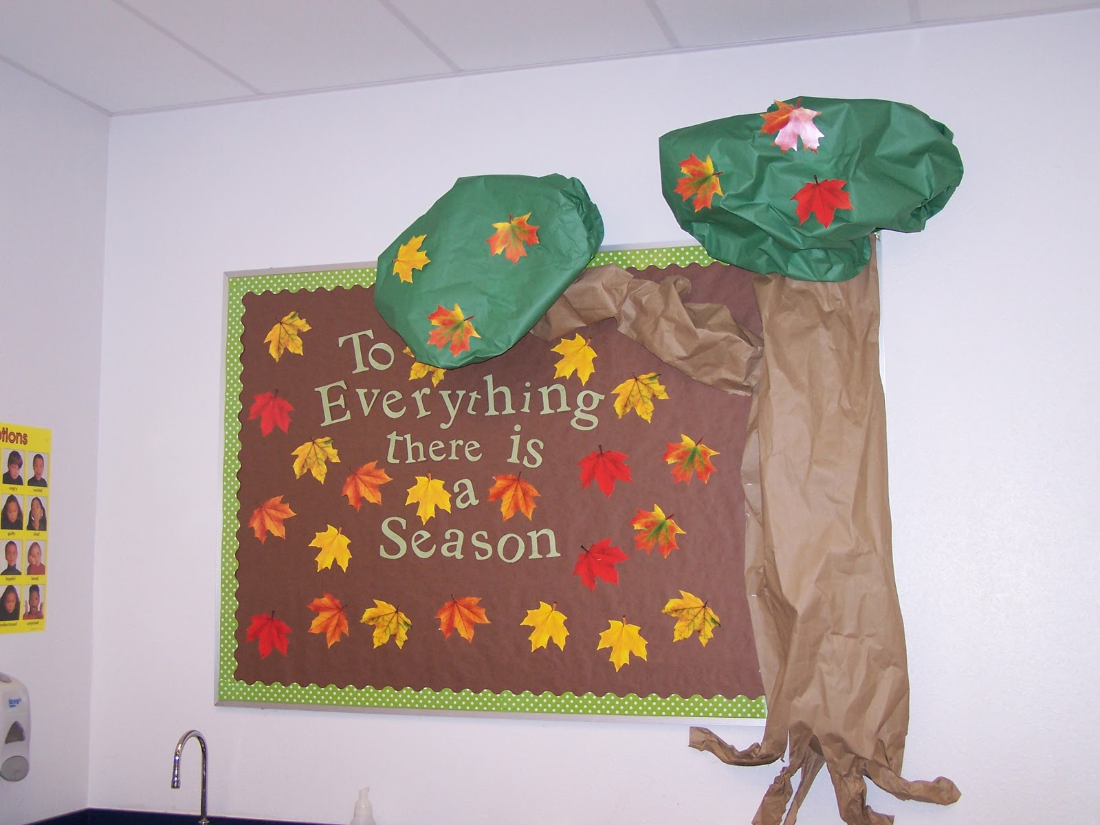 October Bulletin Board Ideas Preschool http://journalinggina.blogspot.com/2010/10/new-bulletin-boards-for-preschool-room.html