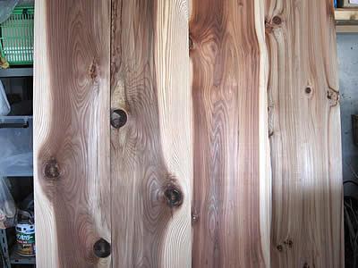 行きつけの材木店で杉板を仕入れます