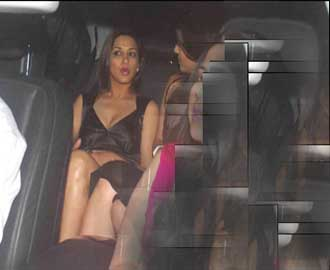 sonali-bendre-panlyless-images-photos-video-without-underwear-photos-images-video