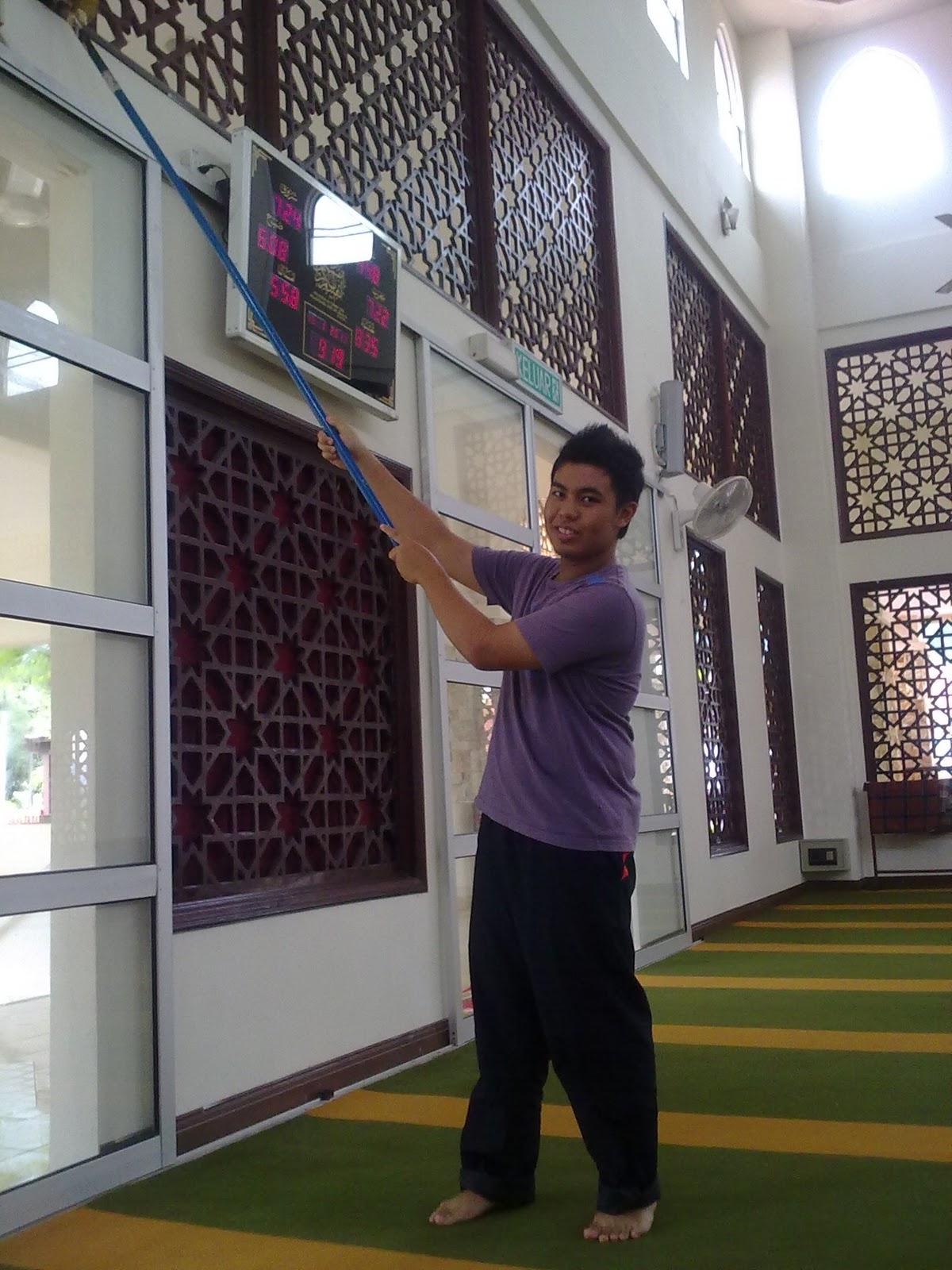 utk menyertai gotong-royong membersihkan masjid At-Taqwa, Proton City