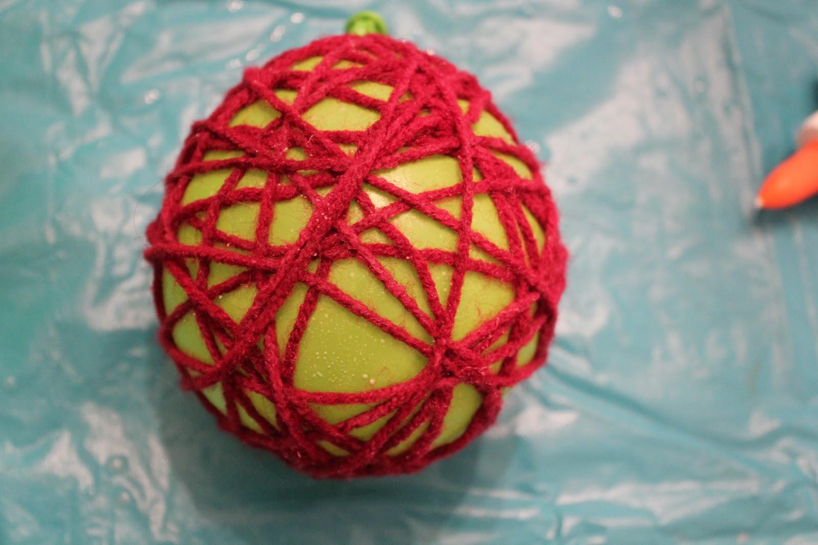 Декоративный шар из ниток своими руками. Мастер-класс 34
