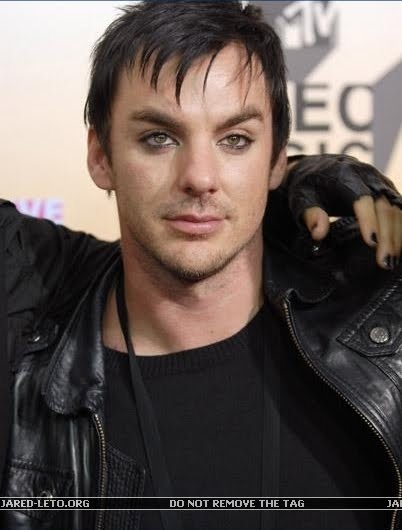shannon leto 2009. wears it like Shannon.