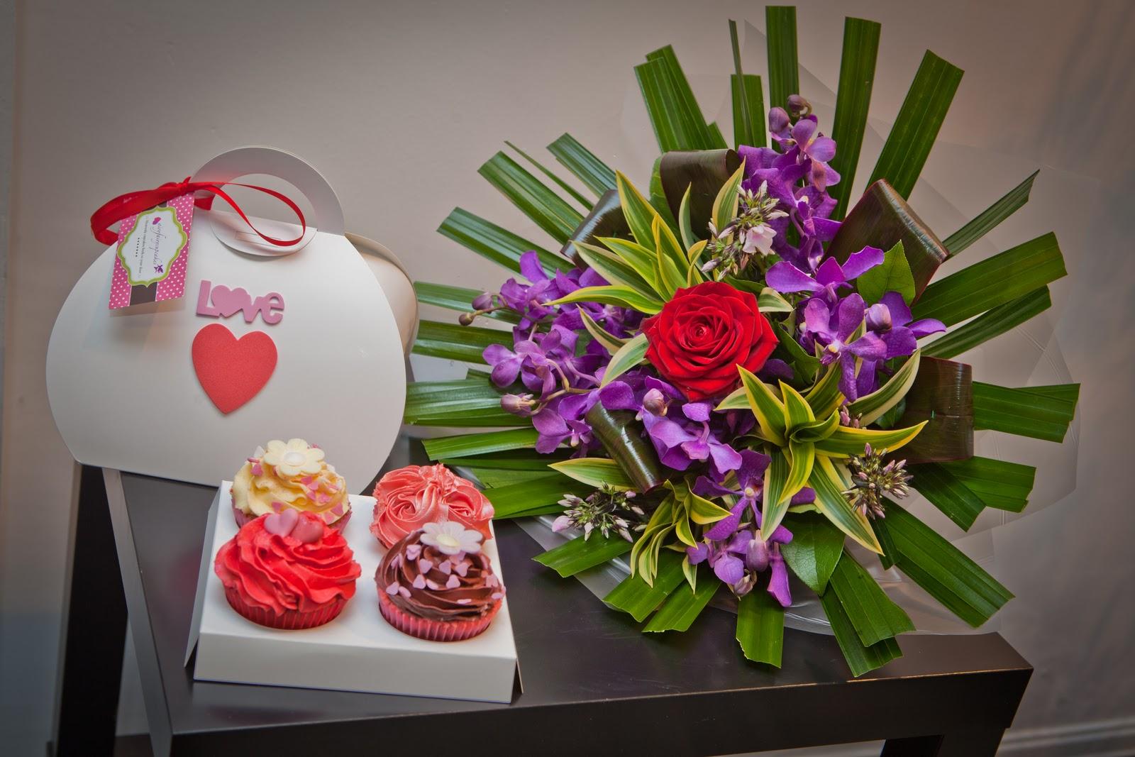 http://2.bp.blogspot.com/_XhTGkcTWKXU/TTyKSP45nrI/AAAAAAAAAPQ/7INKtH9AXXk/s1600/flower_lounge_promo_hires_017.jpg
