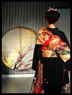 Estilos de Decoración III : Ecléctico, Kitsch, Bauhaus-Industrial-Starck y Oriental - Página 26 Kimono_backshot_by_sth