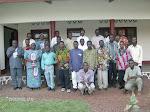 Photo souvenir des Etudiants avec le Corps professoral