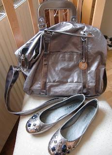 matching ballerinas (onemorehandbag)