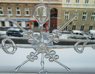 snow in Vienna Dec 20, 2009 (onemorehandbag)