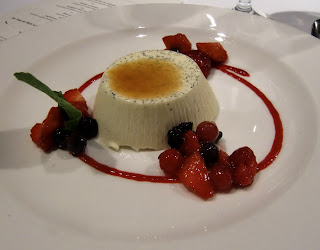 panna cotta, the best (onemorehandbag)