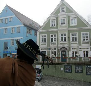 Bavarian tourguide (onemorehandbag)