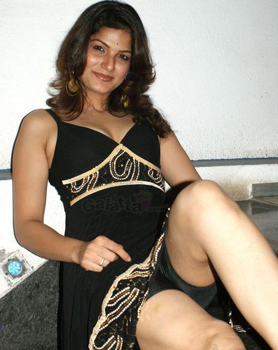 Tamil item girl tharika sexy photos