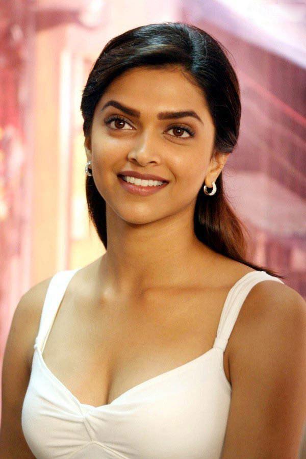Deepika padukone hot cleavage show