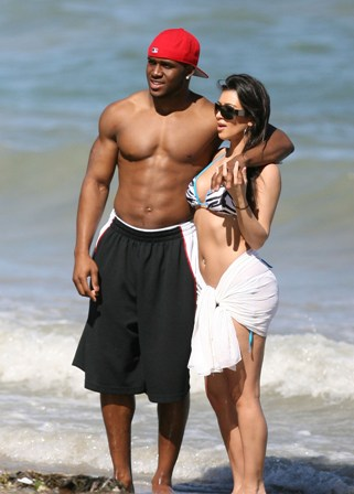 Reggie Bush And Kim Kardashian Beach Funny animal pi...
