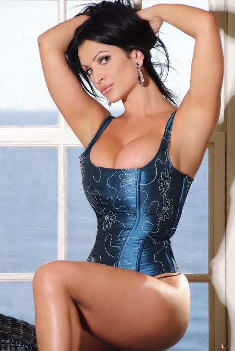 Czech Hot and sexy model Denise Milani