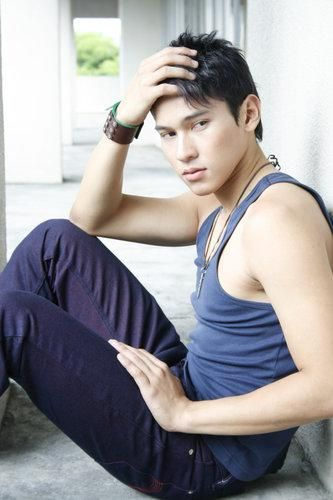 Enchong Dee Scandal Philippines Pinoy http://yes2asian.blogspot.com/2010/12/enchong-dee.html