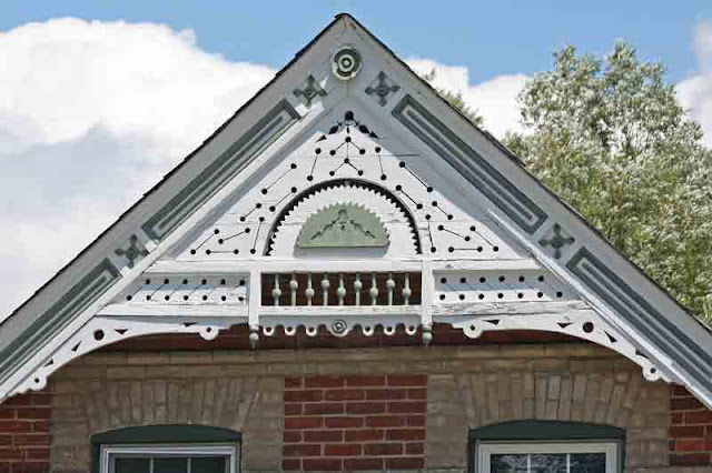 East gwillimbury cameragirl g alphabe thursday for Architectural gingerbread trim