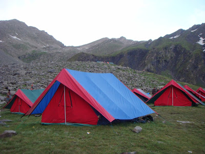 Posted by Ripple (VJ) : Tents for trekkers @ Shrikhand Mahadev