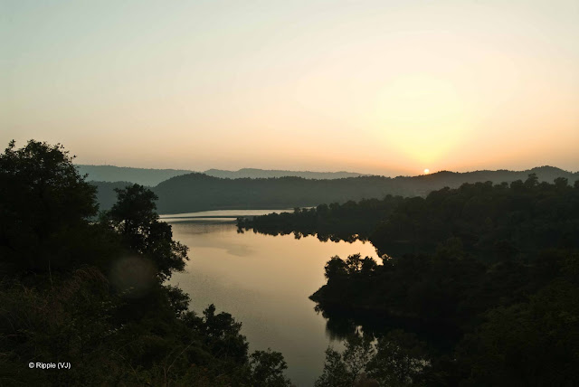 Posted by Ripple (VJ) : Govind Sagar Lake @ Lathiani, UNA, Himachal Pradesh: Sunset @ Govind Sagar Lake, Himchal Pradesh