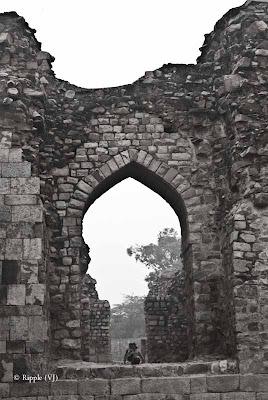 Posted by Ripple (VJ) : A Foggy Day @ qutub Minar, Delhi :