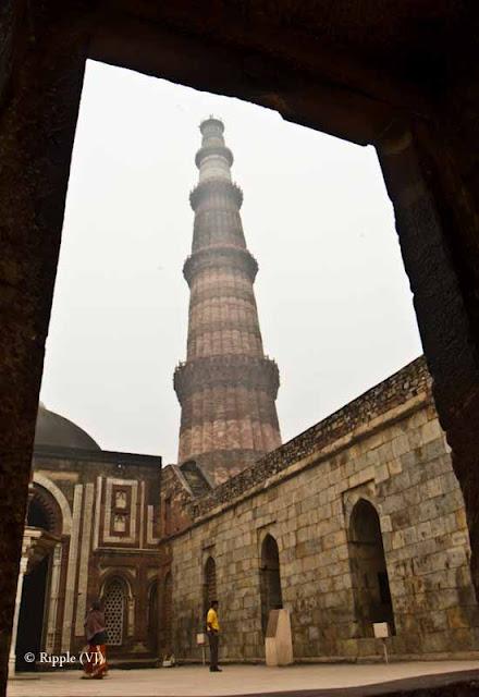 Posted by Ripple (VJ) : A Foggy Day @ qutub Minar, Delhi : Qutub Minar View through a small rectangular window..