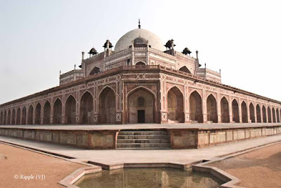 Posted by Ripple (VJ) : Humayun's Tomb, Delhi : Side view of Humayun's Tomb... This Tomb is very symmetrical...