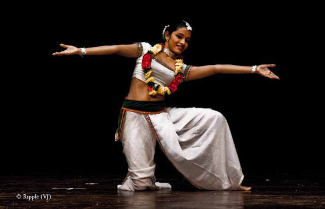 Posted by Ripple (VJ) : Dance Performance by Sri lankan folk dancers @ Kamani, Delhi : Lovely Eyes and White Attire that stands for Purity