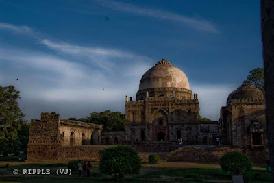 Posted by Ripple (VJ) : Bara Gumbad @ Lodhi Garden :: In the middle of the gardens is the Bara Gumbad and Sheesh Gumbad. The Bara Gumbad (