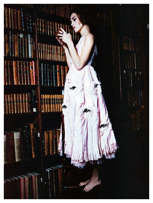 keira knightley italian vogue. Keira Knightley in Chanel - Vogue Italia January 2011 by Ellen von Unwerth