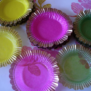 Round Scalloped Treat Trays