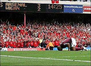 [تصویر: Final+Salute+-+Thierry+Henry+4.jpg]