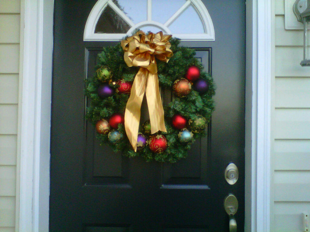 Front door christmas wreaths - Being Elgin Christmas Wreath And Decorations