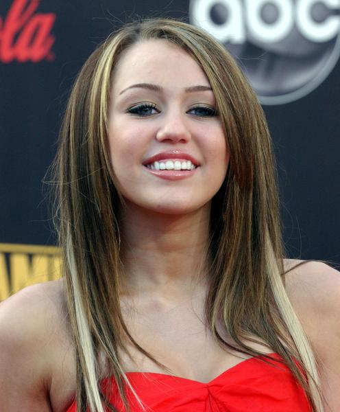 Miley cyrus hair color 2009