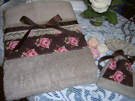 Handdukar med påsytt tyg och spets