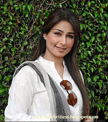 http://chunnerwalyint.blogspot.com/2013/12/pakistani-actress-reema-khan-in.html
