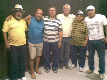 Rui Agostinho rodeado de alguns dos grandes músicos. Ibys Maceioh, Zailton Sarmento, Luiz e Marcos