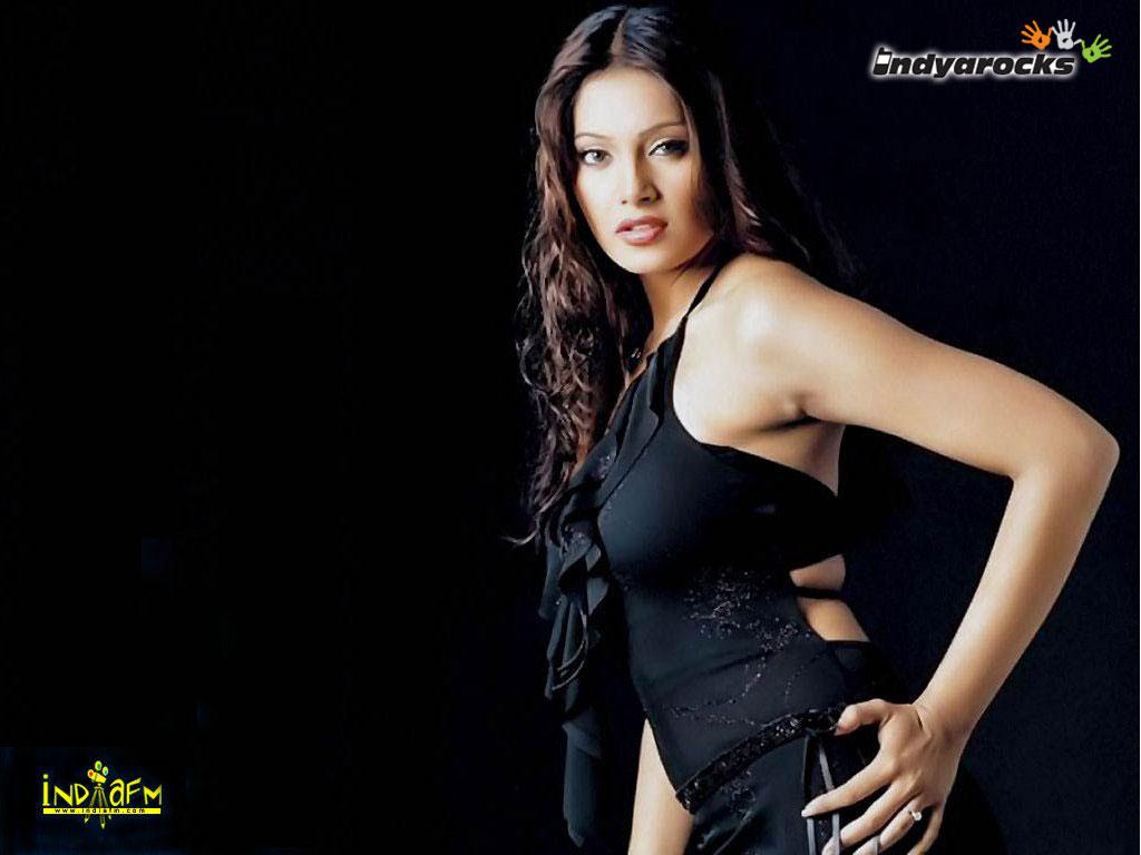 Bipasha Basu Nipples