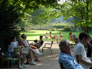 Drinking,  Euro, France,  Vietnam,  Phone,  Paris, DiMedici, Keruoc, Willie Nelson, The Art Walk, Jardin du Luxembourg,